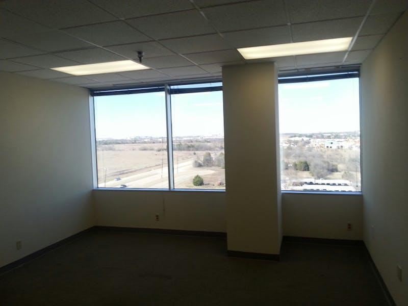 Suite 815 / 1,091 SF/ $1,742 + Electricity