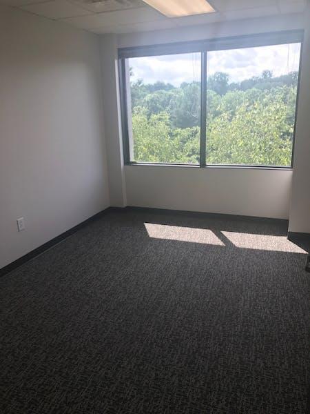 Suite 522 / 240 SF/ $442 + Expenses