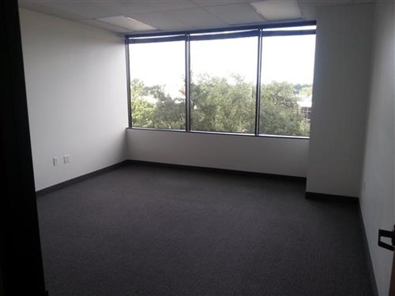 Suite 318 / 739 SF/ Negotiable