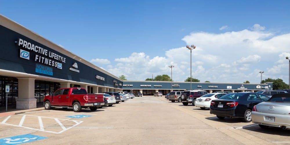 One Mason Plaza Shopping Center