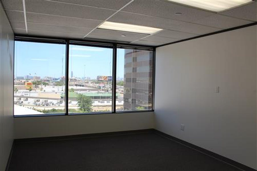 Suite 2-0575 / 1,151 SF/ $1,535 + Expenses