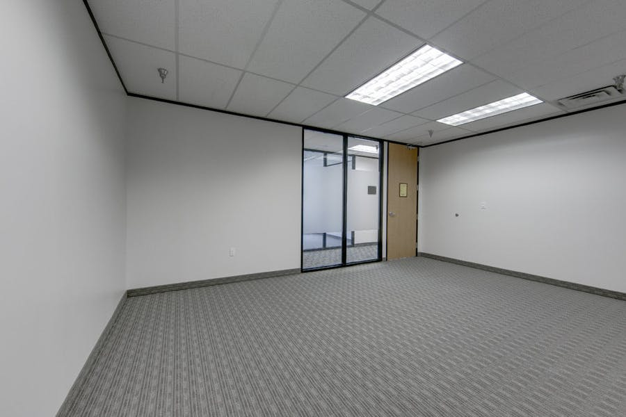 Suite B615 / 950 SF/ $1,346 + Electricity
