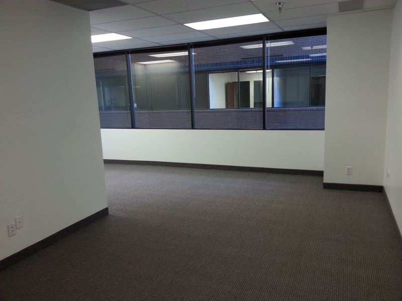Suite 3270 / 849 SF/ $778 + Electricity