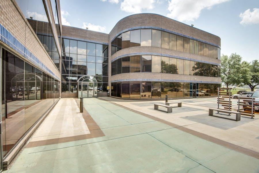 Northbrook Atrium Plaza