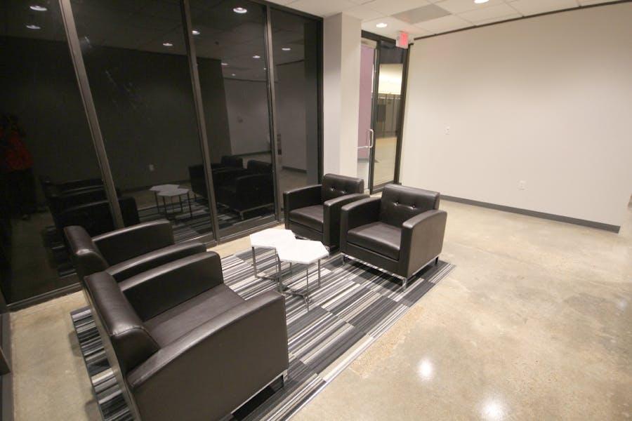 Suite 105E / 326 SF/ $942 + Expenses