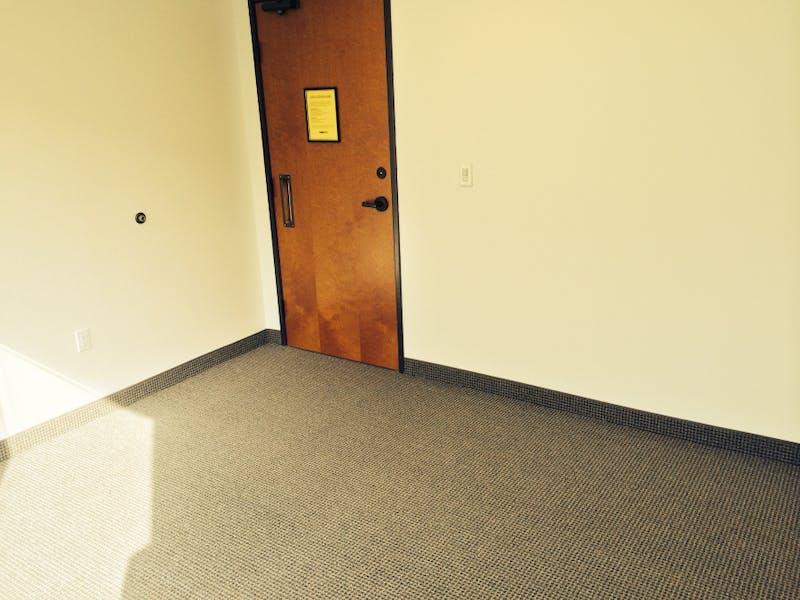 Suite A-285 / 271 SF/ $346 + Electricity