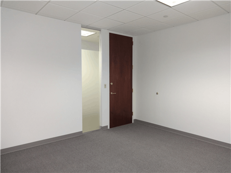 Suite 400Q / 358 SF/ $761 + Expenses