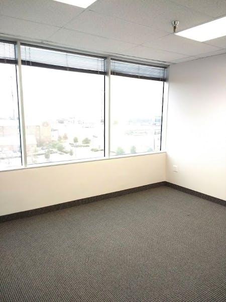 Suite 606 / 1,215 SF/ $1,935 + Electricity
