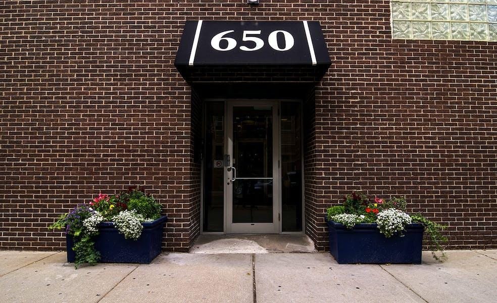 650 W Lake St