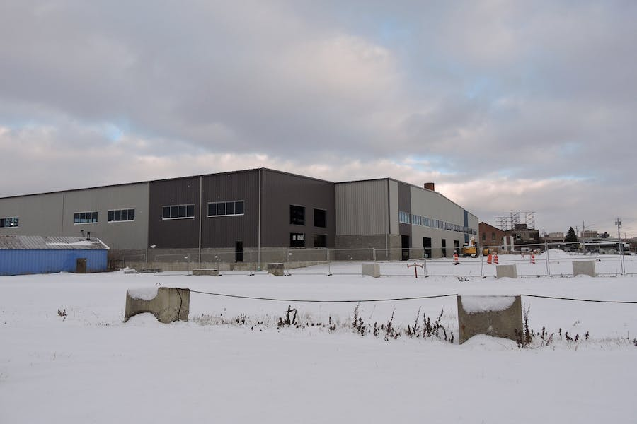100,000 SF With 40' Ceiling Height
