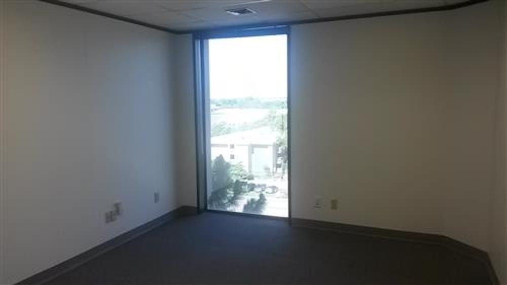 Suite 670 / 1,051 SF/ $1,927 + Expenses