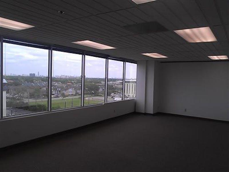 Suite 770 / 1,611 SF/ $1,341 + Electricity