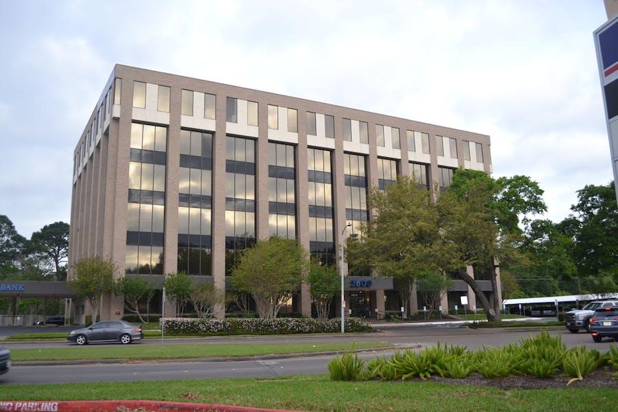 Woodlake Plaza